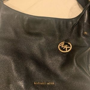 Black aunthentic micheal Kors shoulder bag